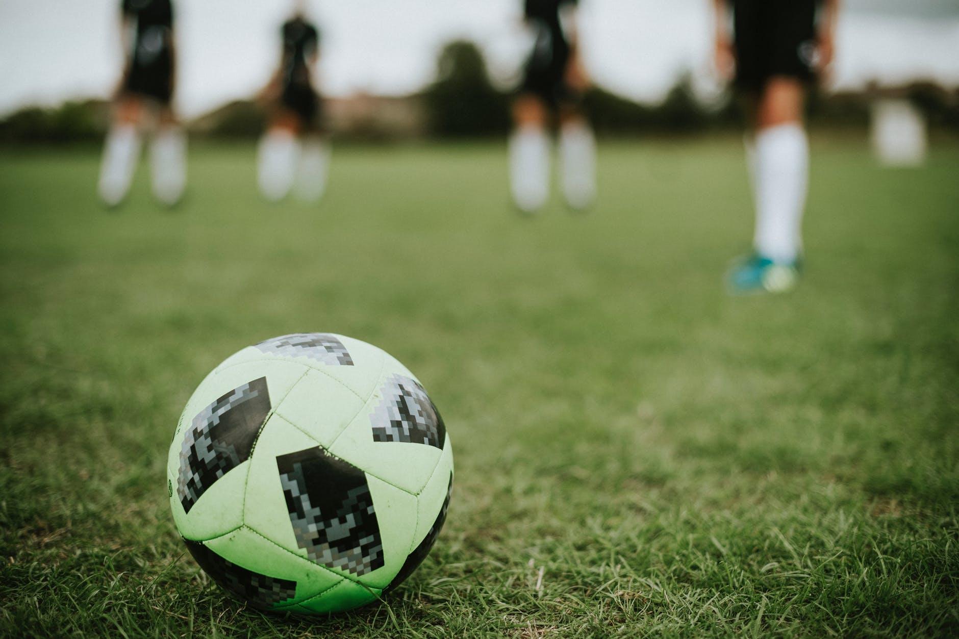 Zelf een voetbal maken